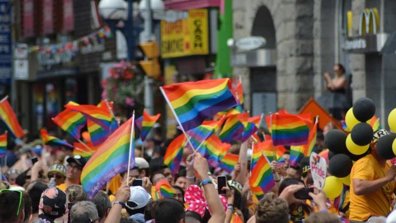 Setor de serviços treina equipes para atender público LGBT