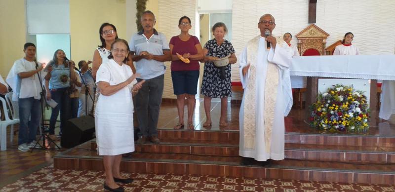 Missa em ação de graças para o idoso; imagens