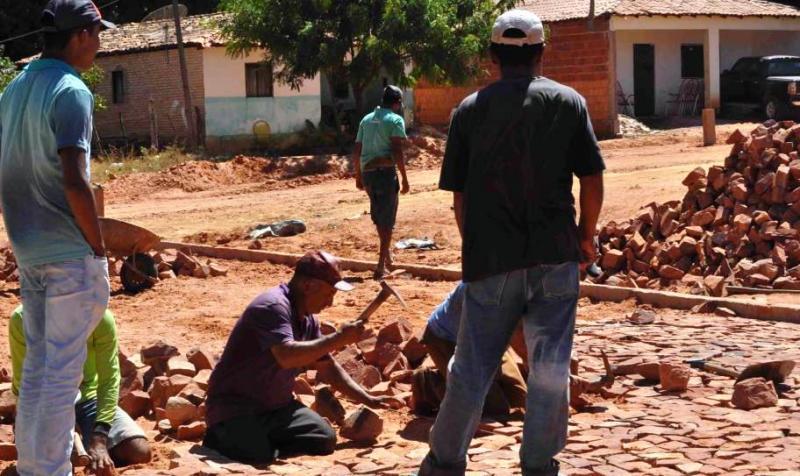 Prefeitura de Monte Alegre inicia obras de pavimentações
