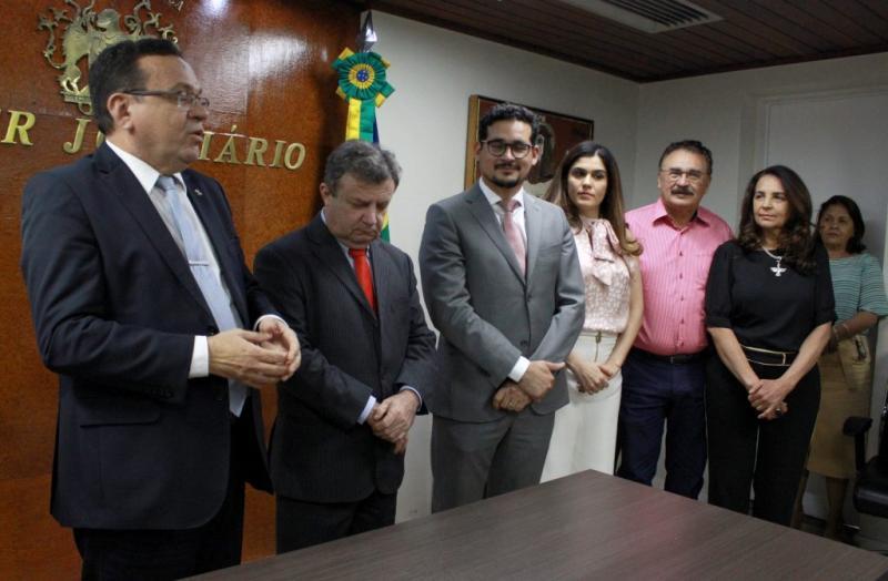 Presidente do TJ dá posse a juiz para Vara de Gilbués