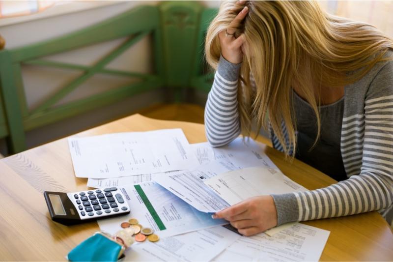 Endividamento de famílias cresce pelo sétimo mês seguido