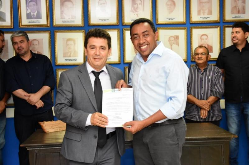 Joel Rodrigues empossa novo secretário da SEMDAS