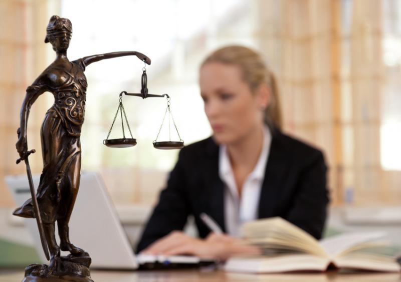 Bacharéis em Direito podem exercer sem carteira da OAB?