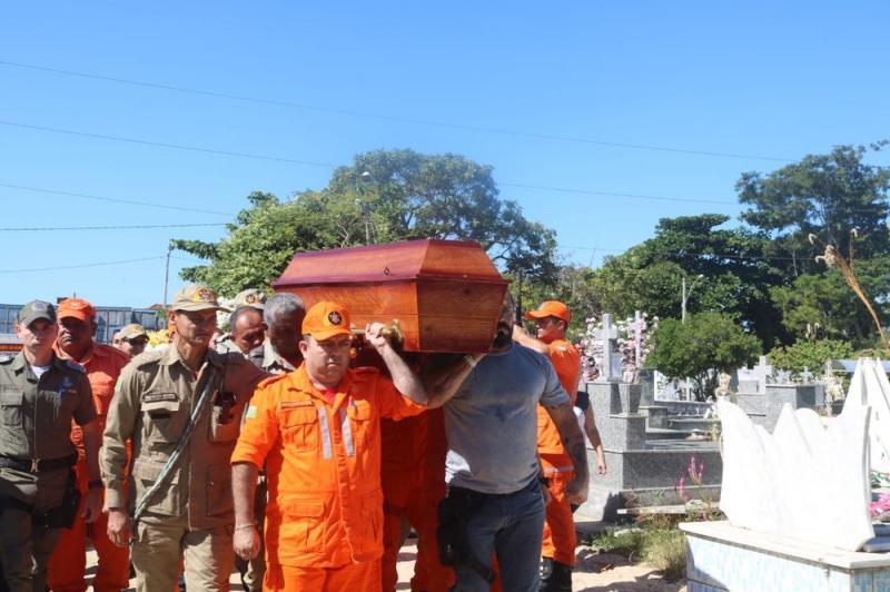 Corpo de Capitão Anderson Pereira é sepultado em Teresina