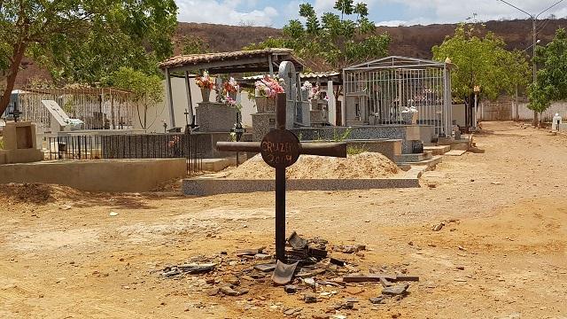 Decreto resolve que sepultamentos no município devem ter prévia autorização