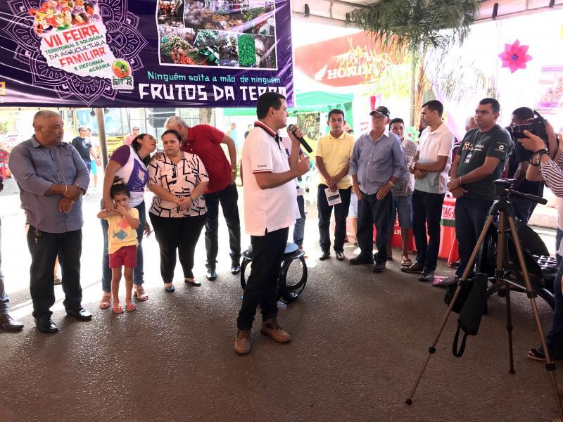 Prefeito de Miguel Alves participa de Feira