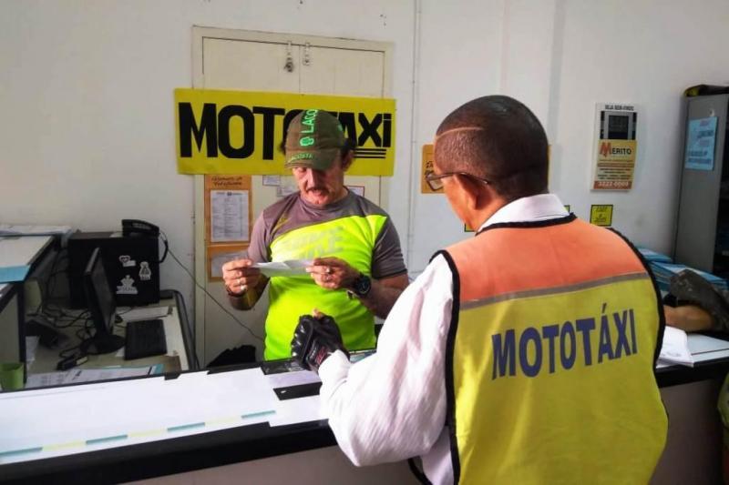 Mototaxista não paga para se adequar às normas de frete