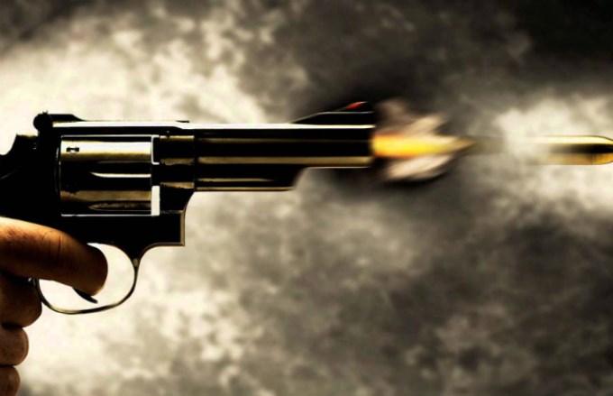 Proprietário de bar é baleado ao tomar arma de jovem em Picos