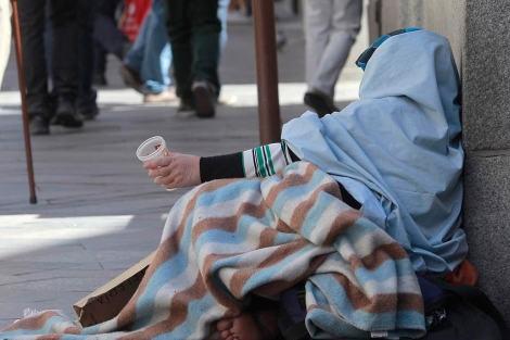 Cidade sueca impõe taxa de R$ 100 para mendigo pedir dinheiro na rua