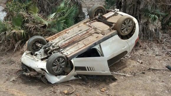 Carro capota várias vezes na PI-113 e motorista sai ileso