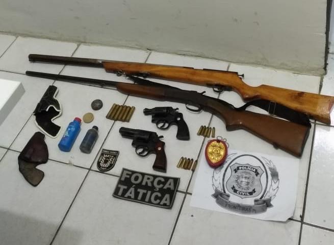 Polícia prende acusados de posse irregular de arma no Piauí