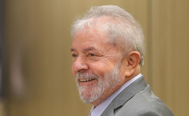 Lula terá direito a futebol, dentista, banho de sol e visita íntima
