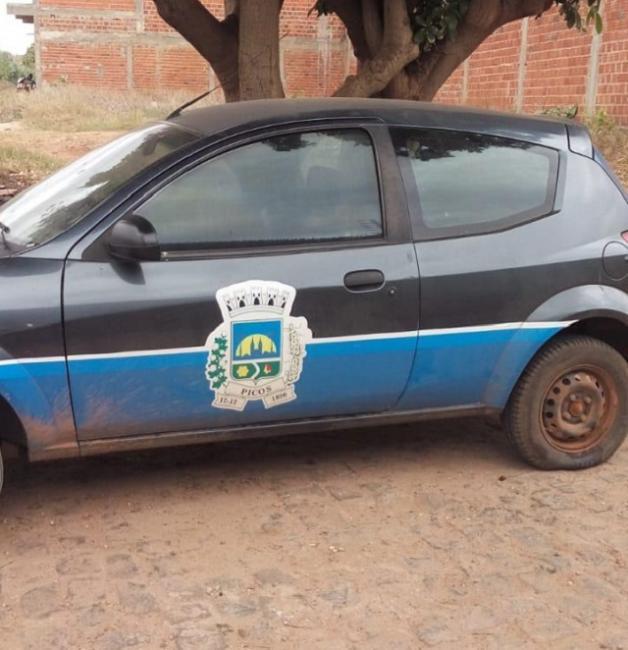 Carro da comunicação da prefeitura de Picos é furtado e encontrado depenado