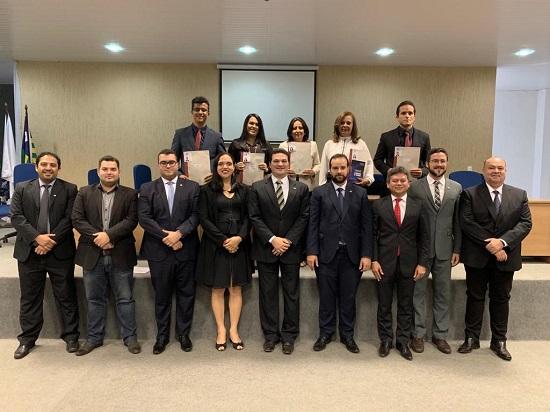 Novos advogados e advogadas recebem carteira profissional da OAB em Picos