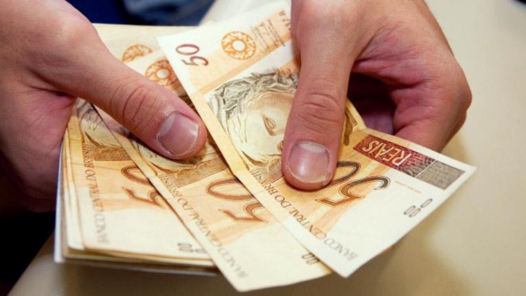 Comissão aprova salário mínimo de R$ 1.040 para 2020
