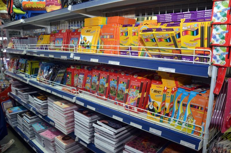 Procon orienta pais sobre compra de material escolar