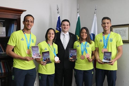 OAB recebe visita e homenageia atletas piauienses medalhistas