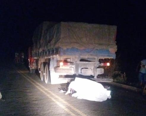 Homem morre após colidir moto na traseira de caminhão em PI