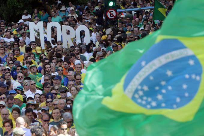 """Pesquisa revela que 23% dos brasileiros acreditam no """"rouba mas faz"""""""