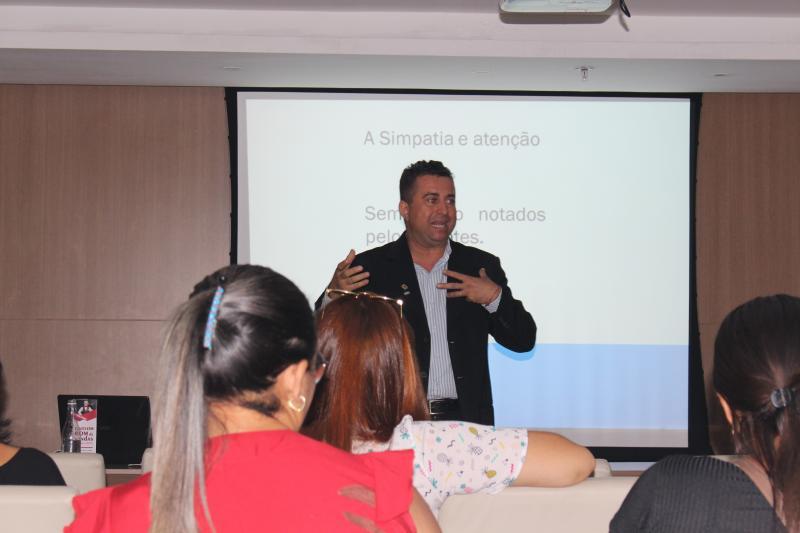 Coach Roberth Felicíssimo ministra palestra no Shopping Rio Poty