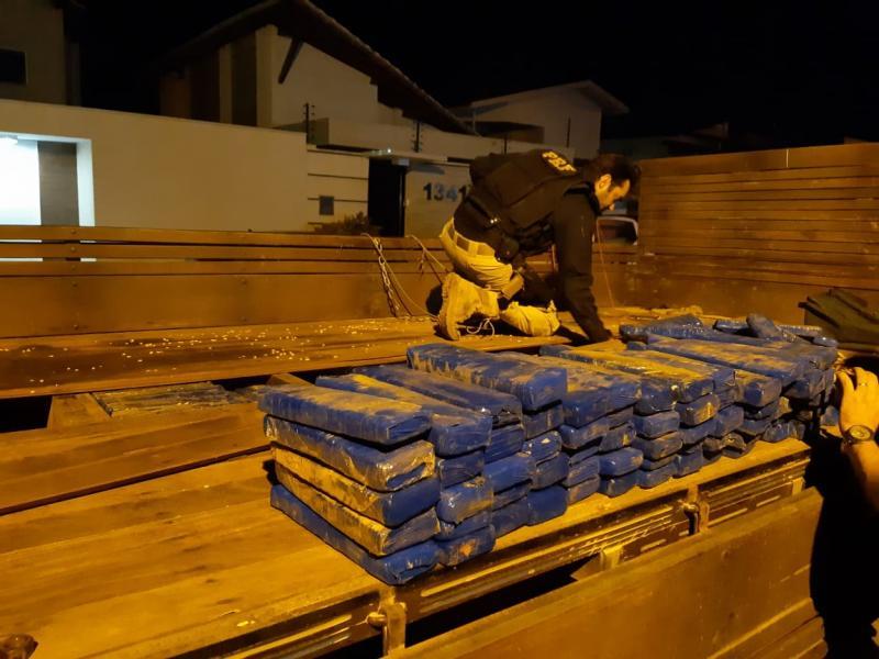 PRF apreende meia tonelada de droga avaliada em R$ 5 milhões na BR-316