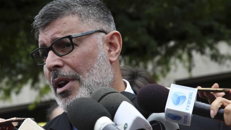 PSL expulsa deputado federal Alexandre Frota