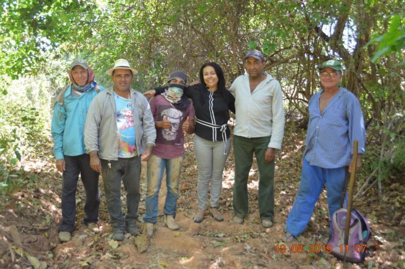 Prefeita Doquinha melhora estrada de acesso a lotes na beira do rio