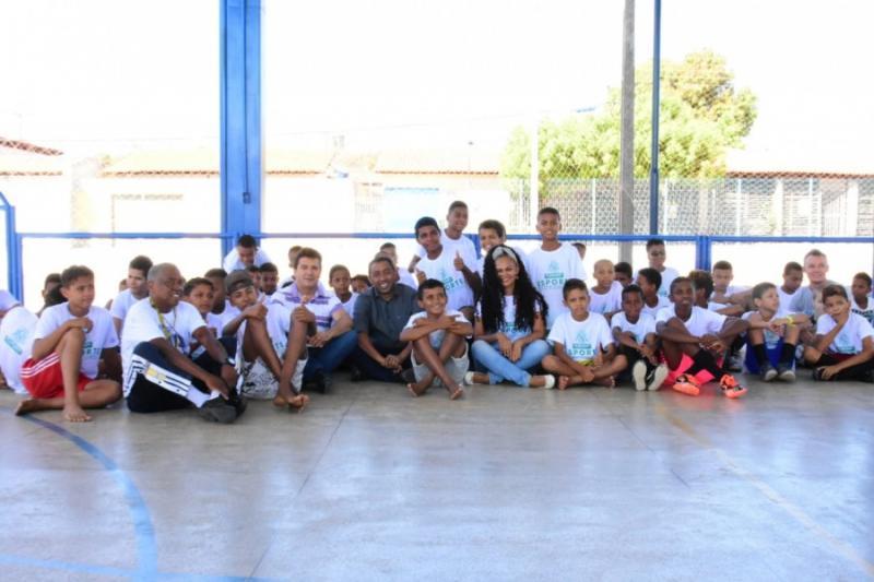 Prefeito Joel Rodrigues visita Escolinha de Esporte na Estação Cidadania