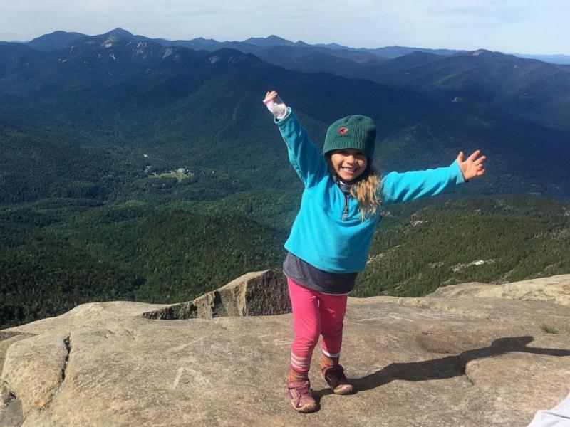 Menina de quatro anos bate recorde ao escalar montanhas