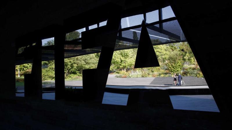 Fifa multa Manchester por contratação de jogadores menores de idade