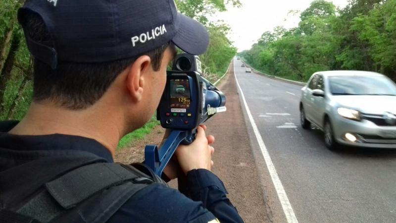 Bolsonaro suspende uso de radares móveis em rodovias federais