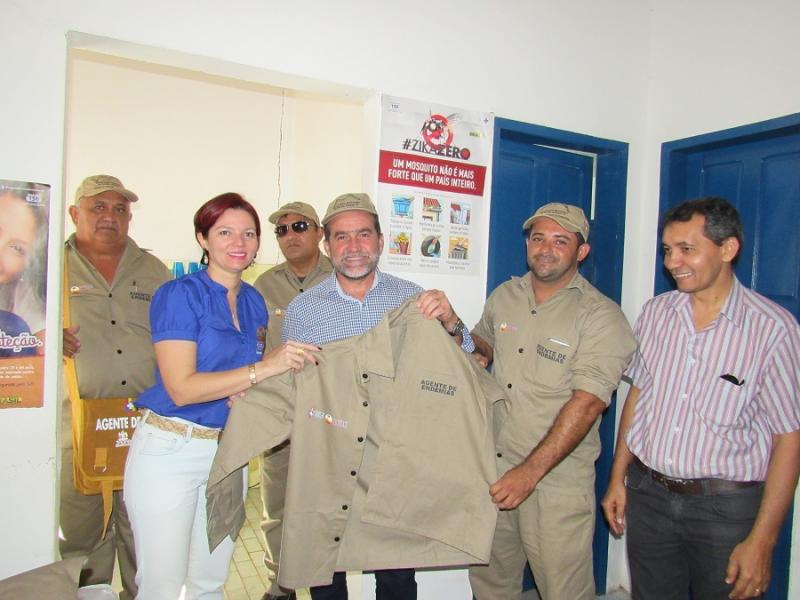 Oeiras: Agentes de endemias recebem novos uniformes e equipamentos