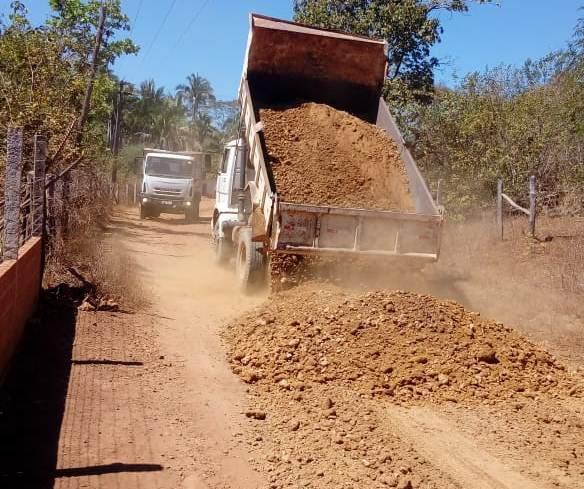 Estradas dos povoados Baixão dos Ribeiros e Sítio do Cocal são recuperadas