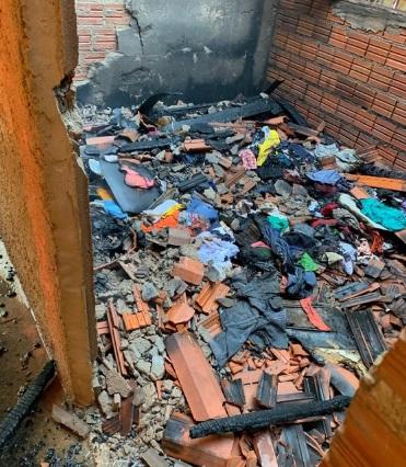 Celular carregando provoca incêndio em residência em Teresina