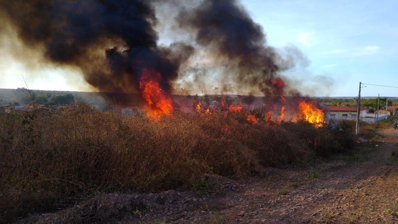 Incêndio de grandes proporções em São Francisco do Piauí