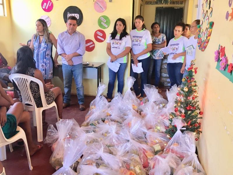 Prefeitura de Riacho Frio entrega cestas básicas de natal às mães carentes