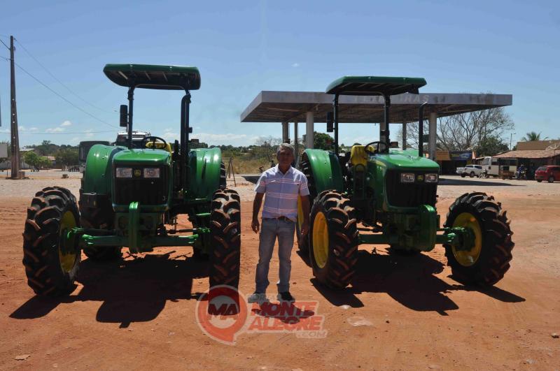 Prefeito Davinelson Rosal recebe tratores para agricultora familiar