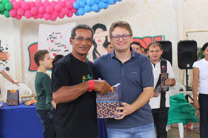 Escola da rede municipal realiza festa em Homenagem as Pais
