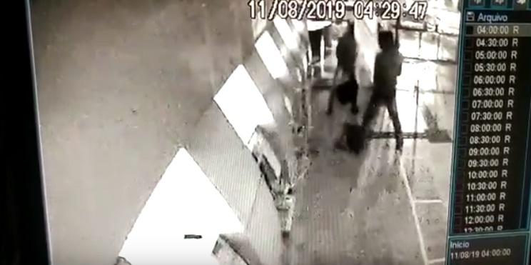 Vídeo mostra bandidos tentando roubar banco em Teresina