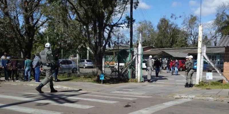 Ataque: adolescente invade escola e fere alunos e professora
