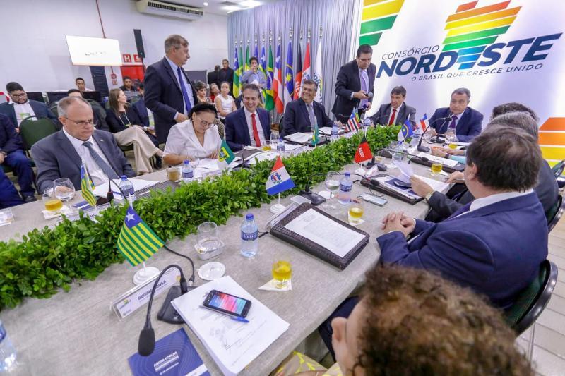 Governadores do Nordeste assinam Carta de Teresina em encontro