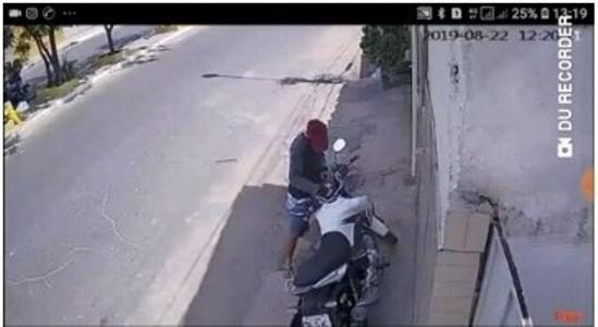 Vídeo flagra bandidos da 'Chave-Mincha' roubando mais uma moto em Timon