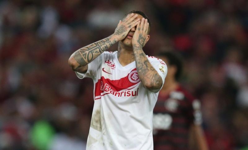 Inter estuda alternativa para ter Guerrero contra o Cruzeiro