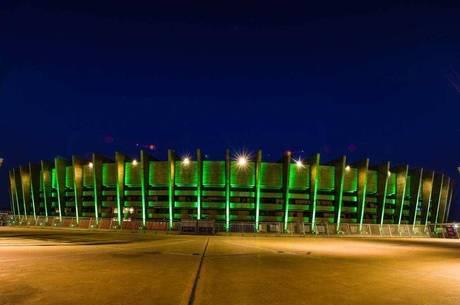 Estádio Mineirão é iluminado de verde em prol da Amazônia