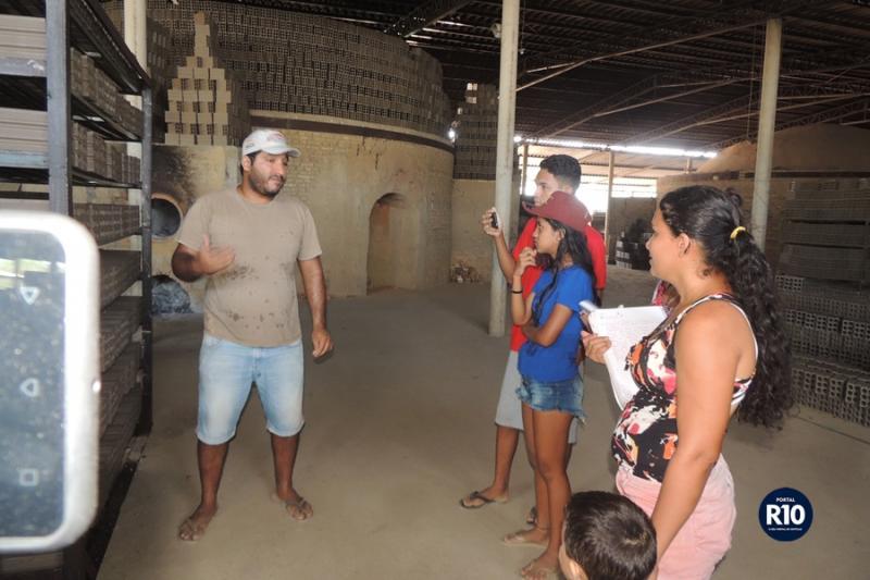 Alunos da EJA visitam Cerâmica Apólo em Campo Largo do Piauí-PI