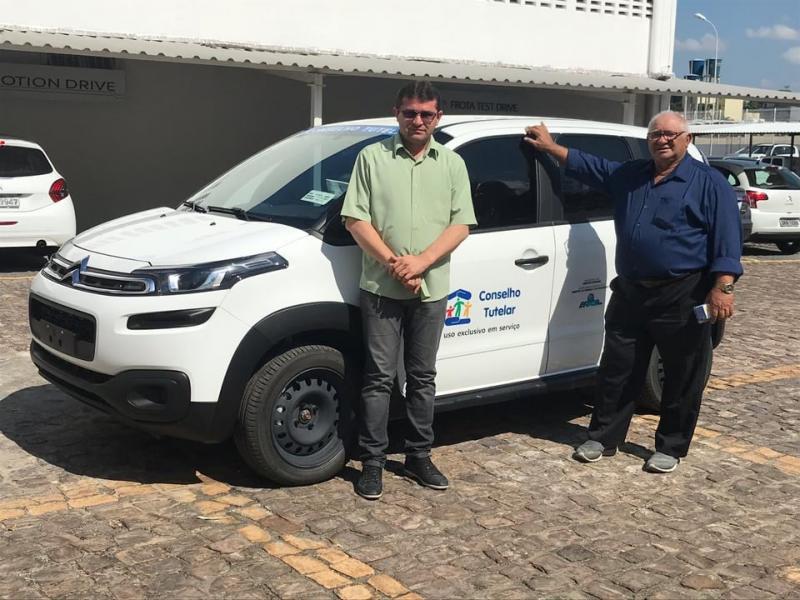 Prefeito Netinho recebe automóvel para uso do Conselho Tutelar