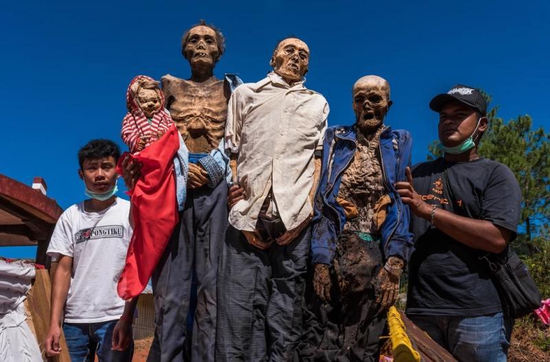 Conheça a tradição de pessoas que vivem com mortos