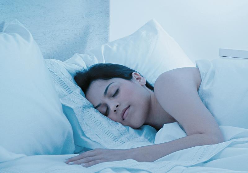 Por que às vezes temos a sensação de cair quando dormimos?