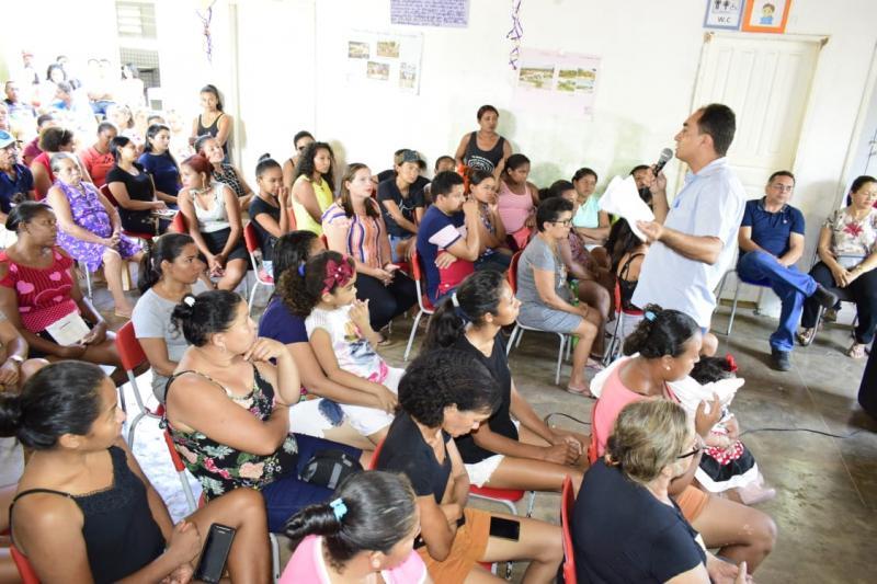 Pais e mestres participam de reunião na E. M. de Campo Largo