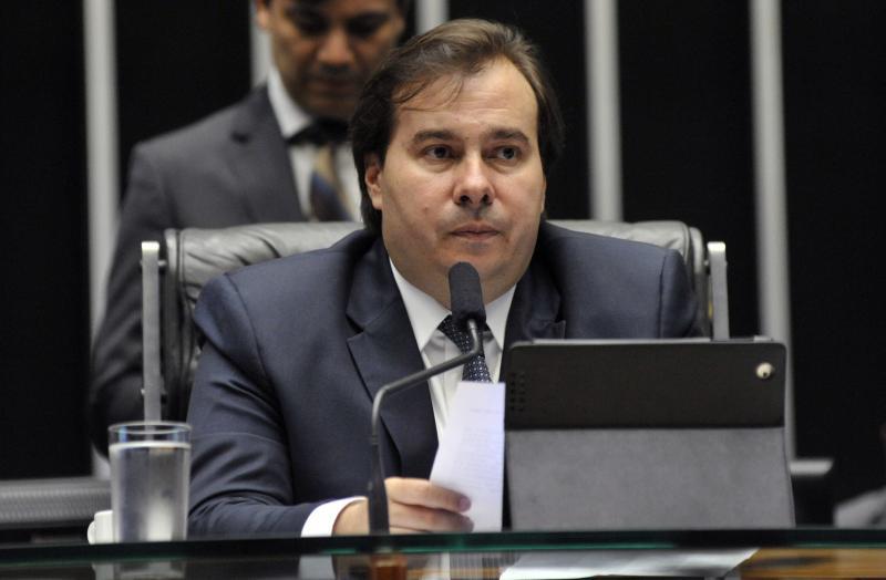 Brasil vive dificuldade financeira e deveria aceitar ajuda, afirma Maia